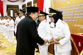 Gubernur Jatim Dr.Soekarwo Melantik Cak Thoriq Dan Bunda Indah Di Grahadi Surabaya