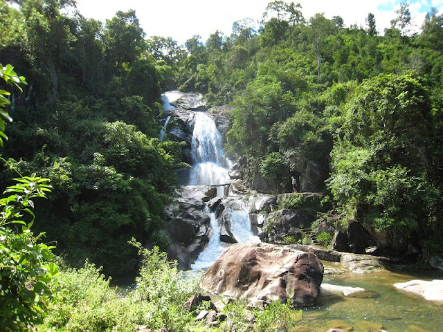 Khe Van Waterfall: serenity and adventure 1