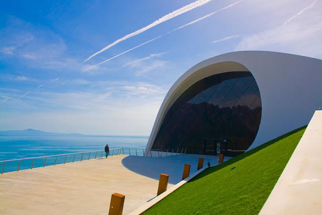 Auditório de Oscar Niemeyer em Ravello