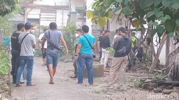 Momen Densus ke Bojonegoro Geledah Rumah Terduga Ter*ris yang Ditangkap di Kudus