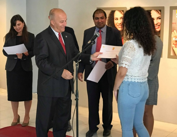 Shell Albania gifts scholarships for young people who will study oil and gas
