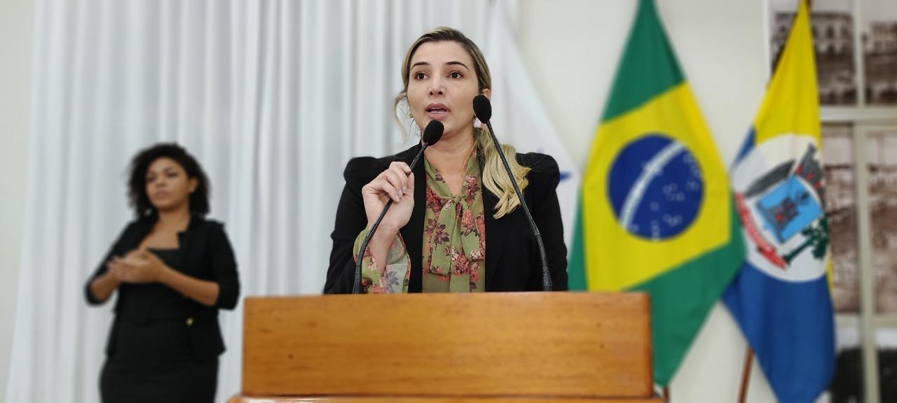 A parlamentar santarena Adriana Almeida