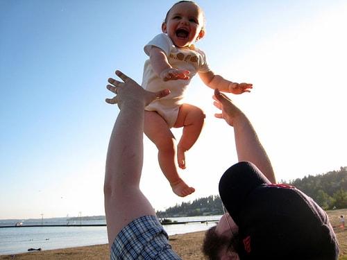 Bahaya Guncangan Pada Bayi