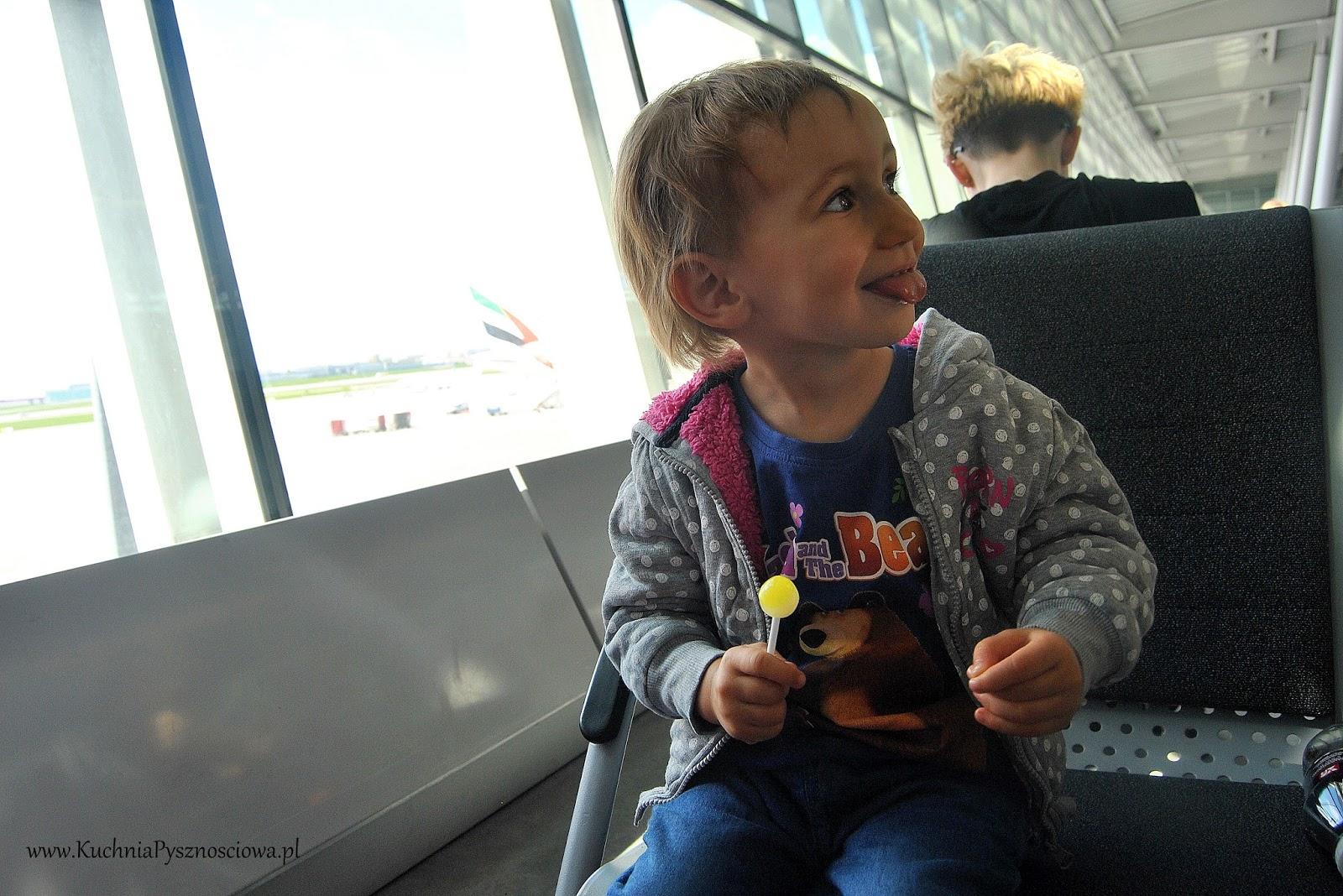 Jak przetrwać podróż samolotem lub pociągiem z małym dzieckiem