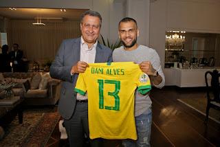 Rui Costa e Daniel Alves
