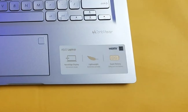 Fingerprints show up on the surface of Asus Vivobook 14 X415JA laptop.