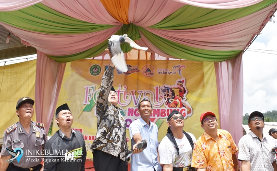 Buka Festival Karangsambung, Bupati Kebumen Lepas Seribu Merpati ke Alam Bebas