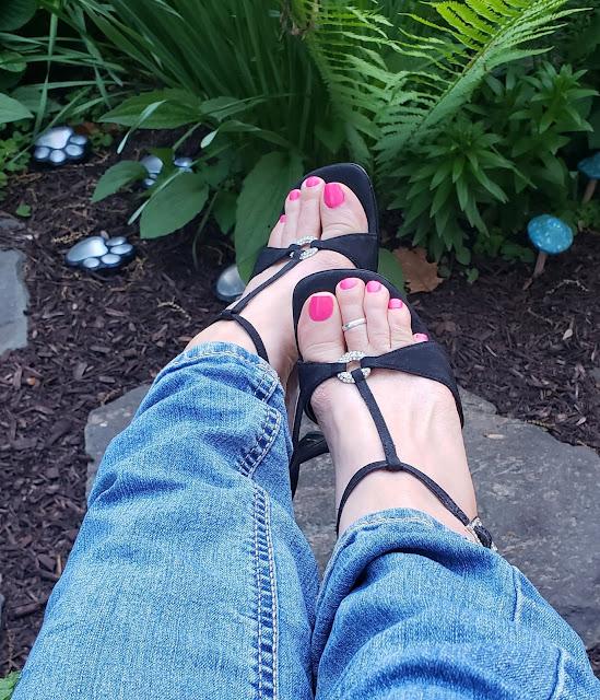 zoya janie in sexy black shoes