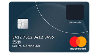 Tarjeta bancaria con lector biométrico dactilar