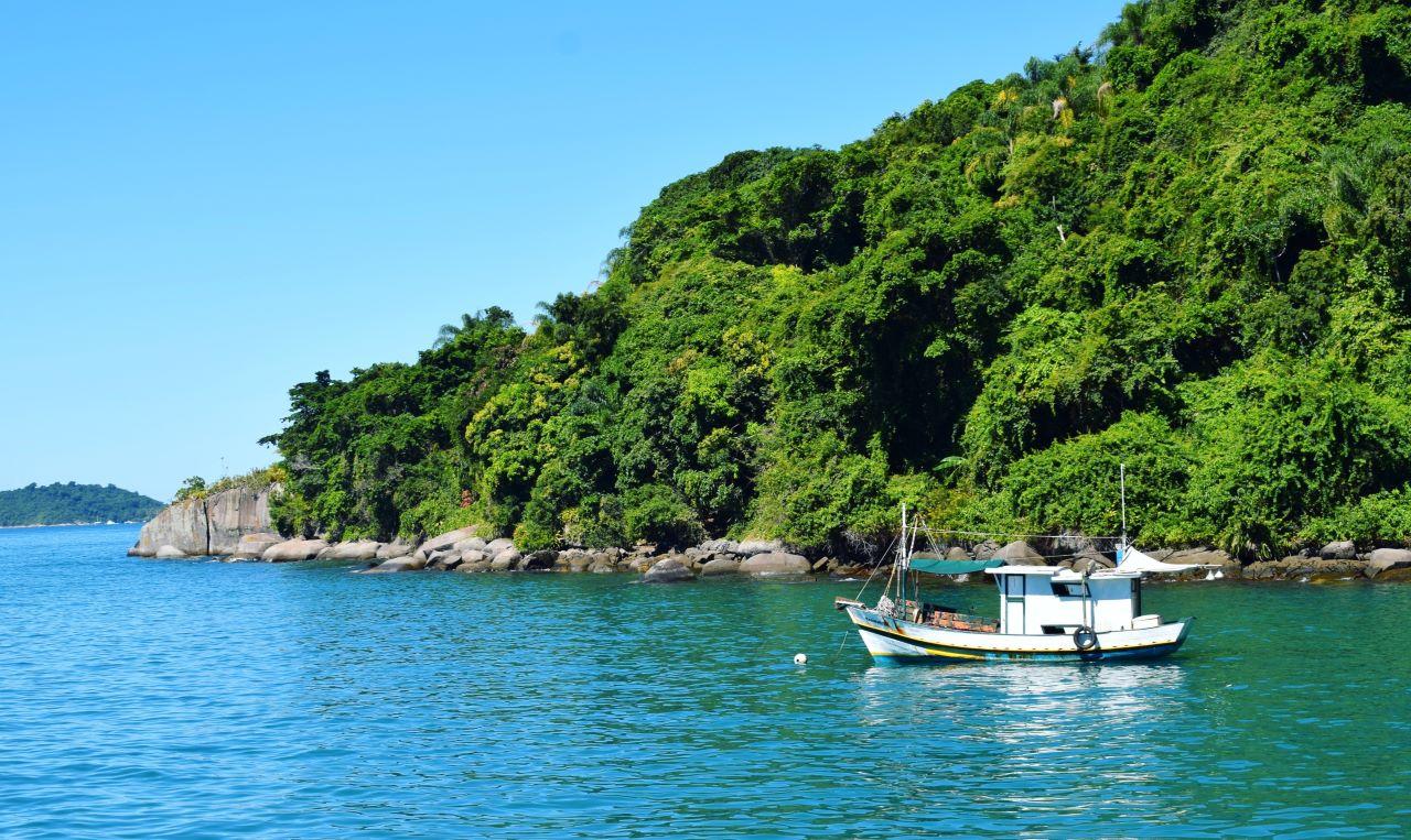 barco, ilha e mar