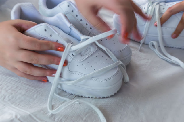 removing shoe laces from shoes