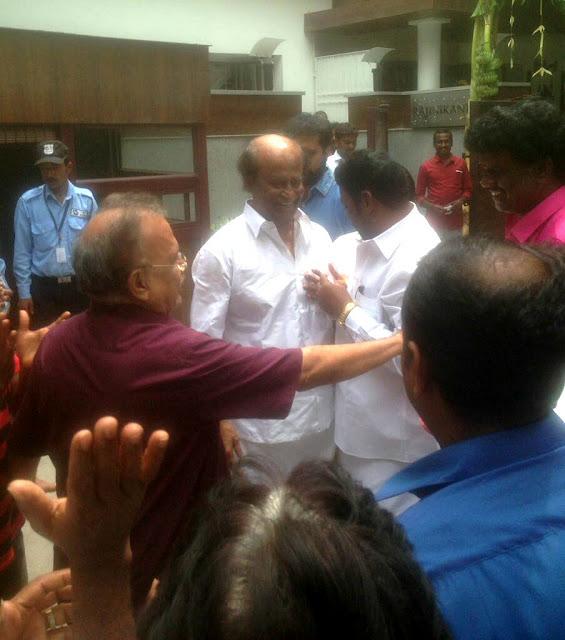 Thalaivar Rajinikanth Met Fans This Morning At Poes Garden