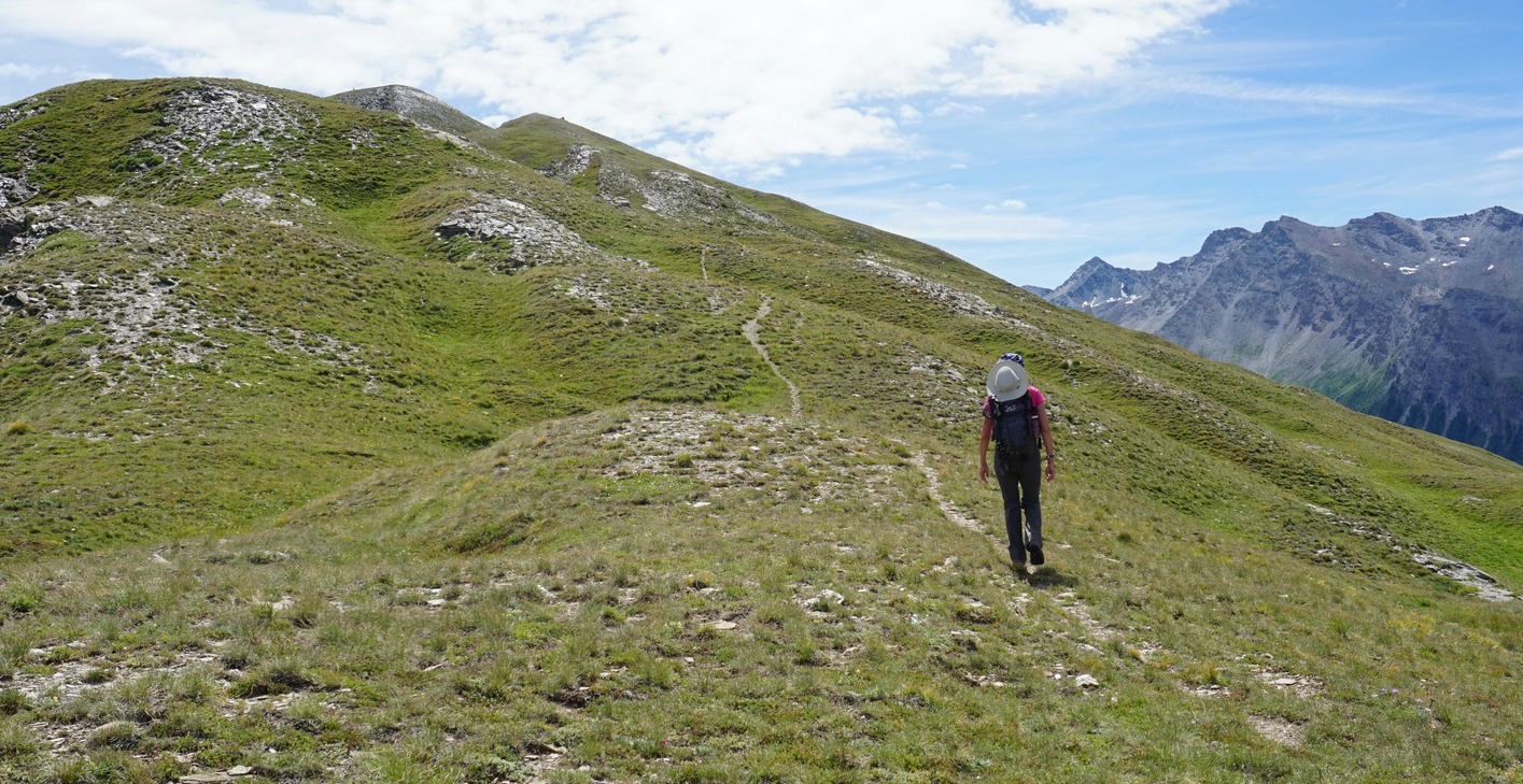 Trail along Beauregard ridge St-Véran