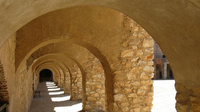 Racó del pati del castell de Salses
