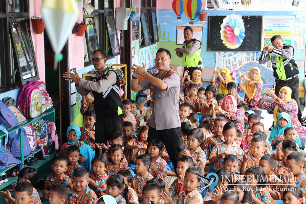 TK Kemala Bhayangkari Kebumen Dikenalkan Mencuci Tangan yang Benar