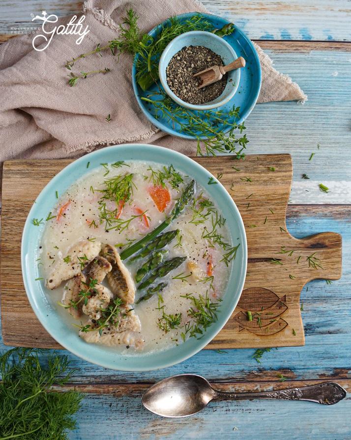 miska-z-zupa-i-szparagami