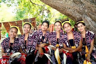 PELESTARIAN BUDAYA SABU DAN PERUBAHAN AKULTURASI (Di Kelurahan Kambaniru dan Kecamatan Umalalu)