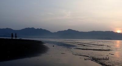 panorama sunrise di pantai cengkrong