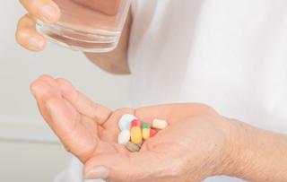 Ketahui Alasan Lansia Tidak Perlu Lagi Minum Suplemen Vitamin D
