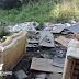 Lixo é descartado de forma irregular em terrenos às margens de vias em Lages