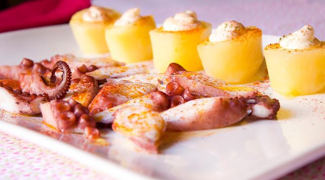 Pulpo a feria con patatas confitadas y alioli