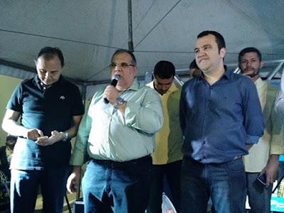 Rômulo Coutinho participa de inauguração de Complexo Esportivo em Queimadas