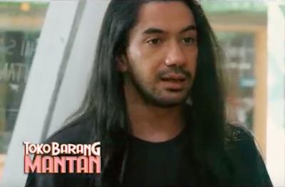 Reza Rahadian sebagai Tristan dalam film Toko Barang Mantan