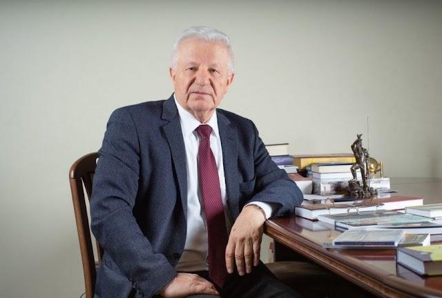 Олександр Мороз: Ухвалюючи Конституцію, ми бачили країну народною республікою