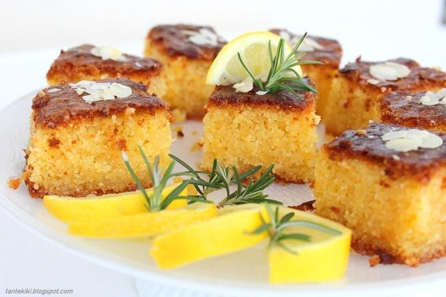 Σιροπιαστό κέικ λεμονιού