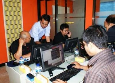 POLINES (Politeknik Negeri Semarang) Mengikuti Program Linux Server dan Program Administrator Web