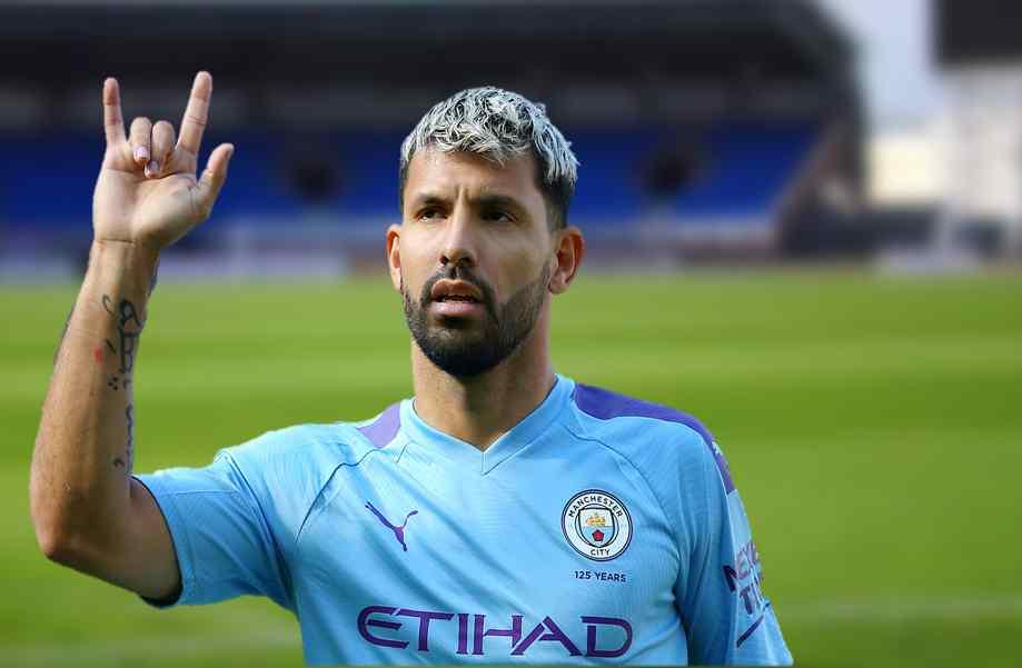 Transfer war feat Manchester City
