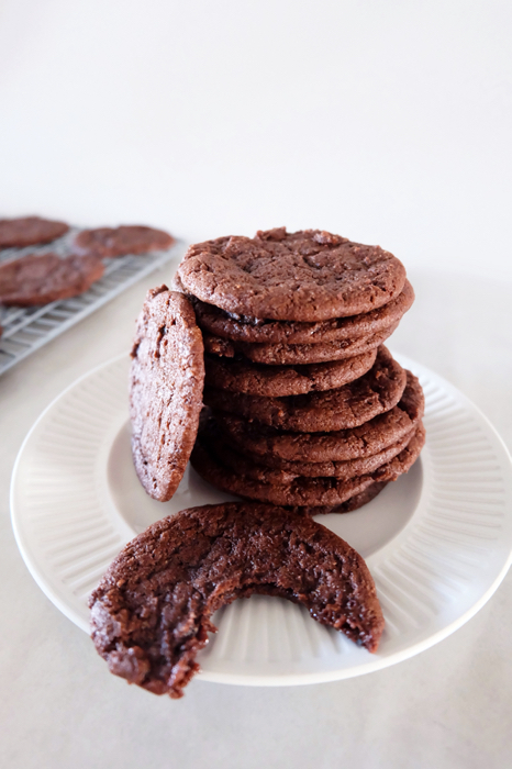 stacked chocolate wafer cookies