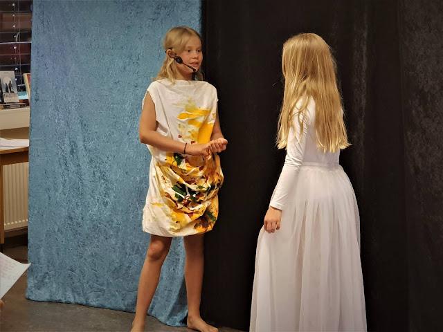 """Her ser du Sina og Ida i """"Eventyret om Grændisen"""". Foto: Sigrun Eide"""