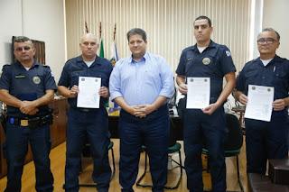 GCMs de Itupeva são homenageados no Paço Municipal