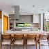 Cozinha e espaço gourmet integrados com área de lazer/piscina!