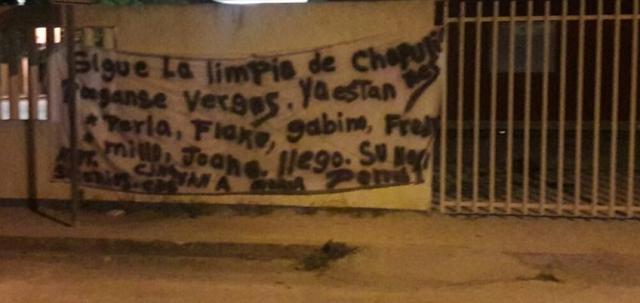 """Con lista de nombres amenazan en narcomanta en Cancún """"sigue la limpia de chapulines pongase verg@s"""""""