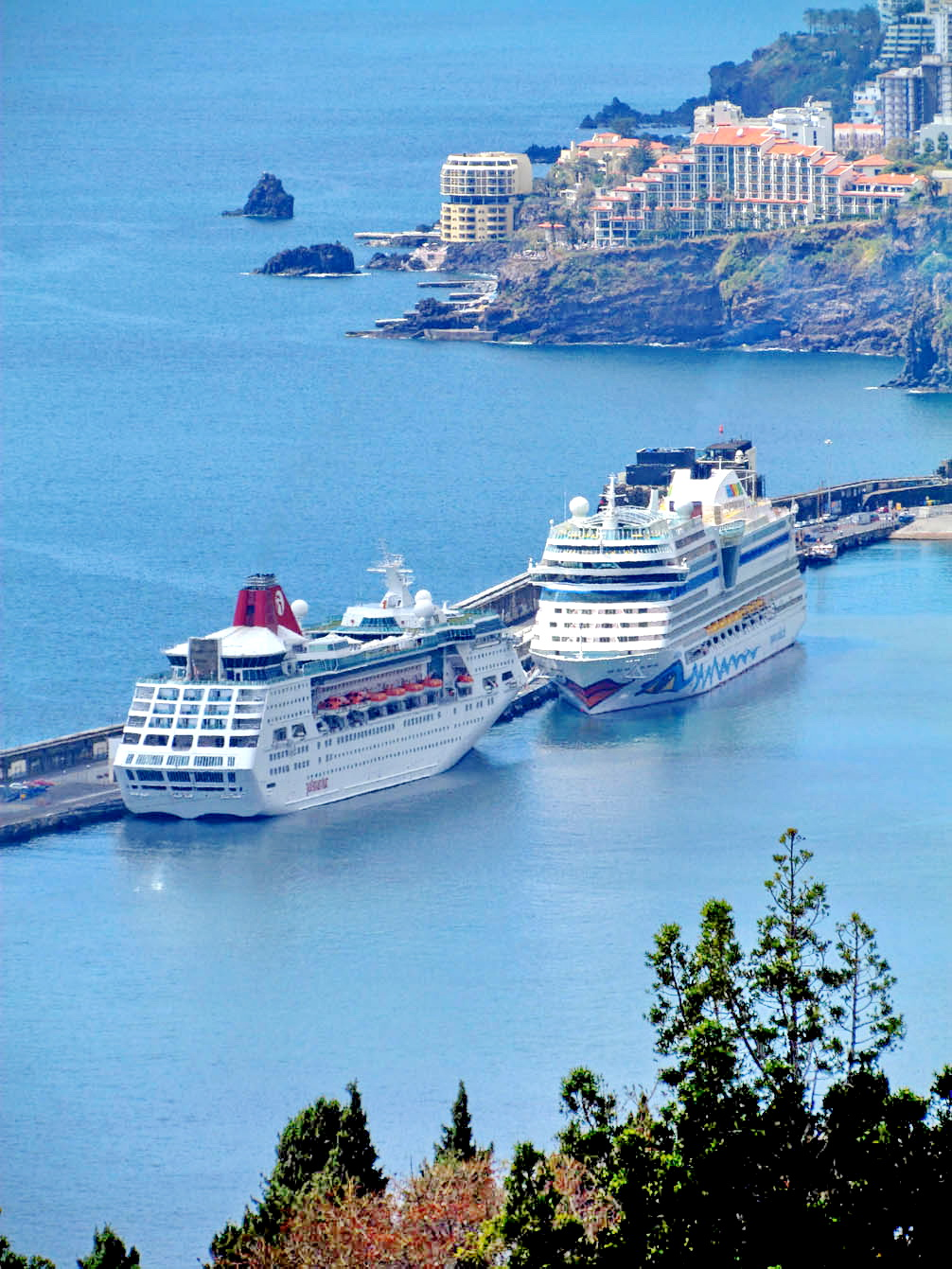 cruise ships and hotels in excellence touristic destination