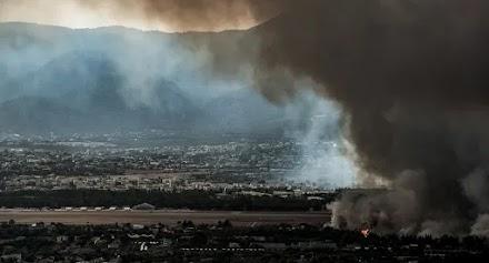 Φωτιά στη Βαρυμπόμπη: Δύο νέα μέτωπα – Μήνυμα του 112 για εκκένωση σε Ιπποκράτειο Πολιτεία
