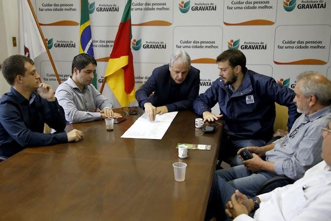 GRAVATAÍ | Marco Alba assume a parte do Estado para retomada de obras da Rótula da ERS-030 e asfalto na Avenida José Arthur Soares, na parada 103