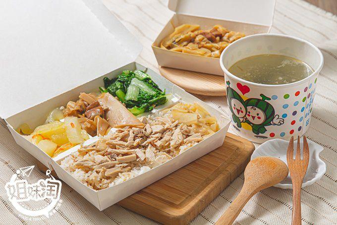 來外送4星級的火雞肉飯吧!火雞肉嫩而不柴淋上雞汁超級match,$40的魚皮湯竟然有破百元的份量水準!余家嘉義火雞肉飯