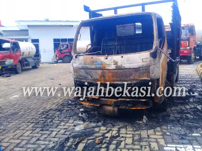 Gudang Pengisian Gas Meledak Lukai Pegawai dan Rusak Rumah Warga