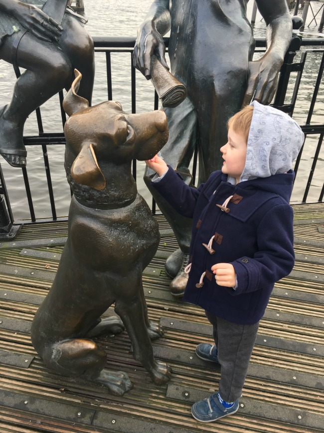 boy-at-Cardiff-Bay-statue-of-dog