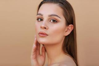 Skinimalism, natural look, glowing skin, homemade skincare, simple makeup