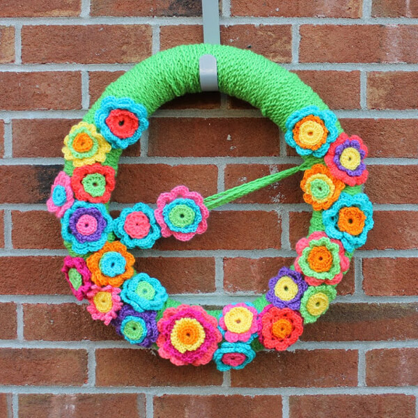 Crochet bright color flowers and turn it into a wreath
