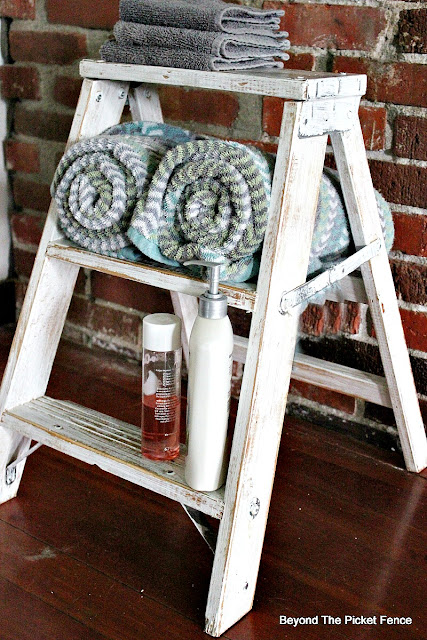 stepladder, towel shelf, repurposed, farmhouse bathroom, https://goo.gl/dztLg9