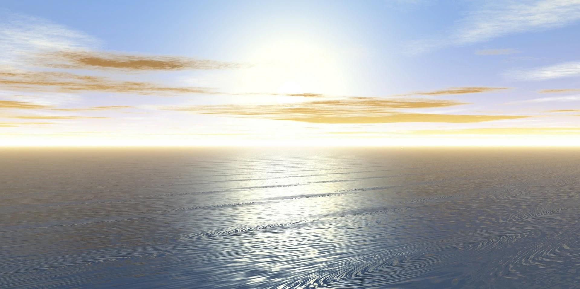 غروب الشمس مع بحر