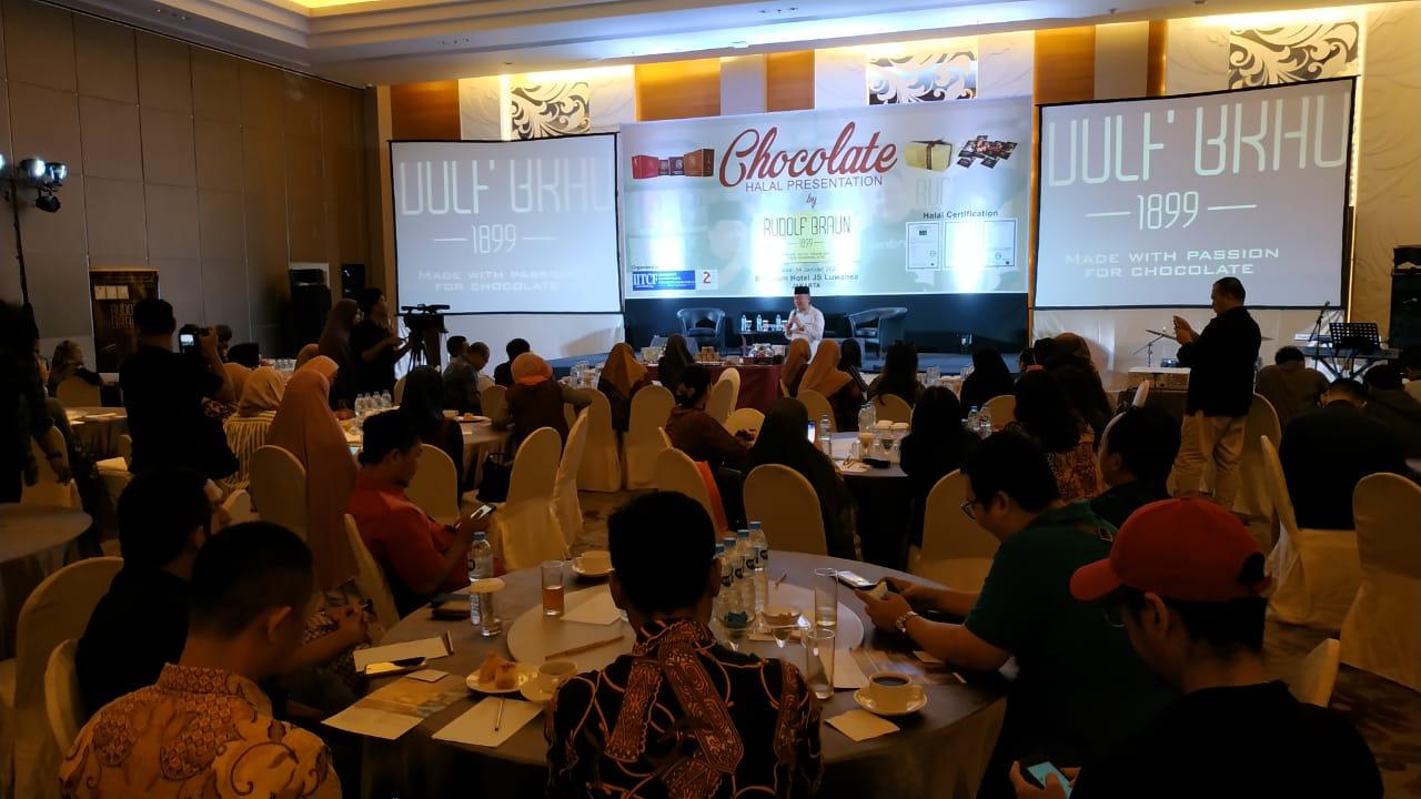 Mr. Pavel Presentasi Coklat Halal Belgia bersama  IITCF di Jakarta
