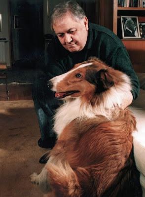 Ο Μάνος Χατζιδάκις με τον σκύλο του τον Σείριο - Φωτογραφία αρχείο Γιώργου Χατζιδάκι
