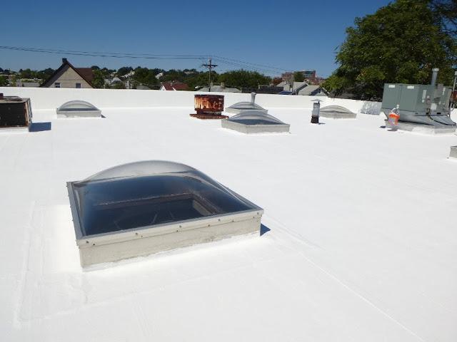 atap yang sudah dilapisi cat anti bocor