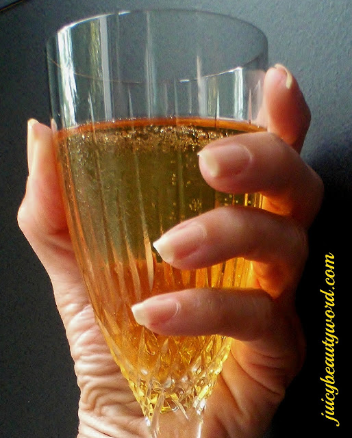 champagne nails
